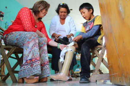 El DIF Kanasín entrega aparatos ortopédicos a personas vulnerables