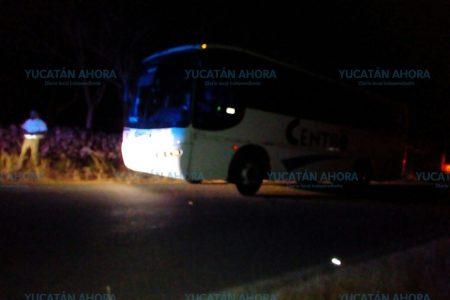 Autobús arrolla un triciclo y deja llorando a una viuda