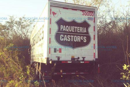 'Castor' dormilón y poco responsable, deja abandonado su camión
