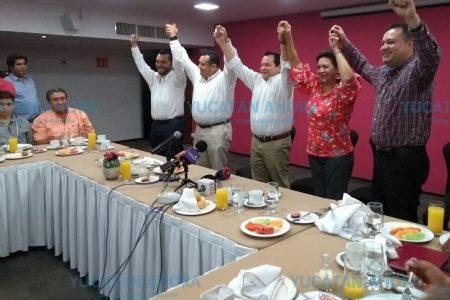 Se suman a Huacho Díaz políticos del PAN y el PRI