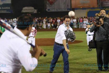 La afición beisbolera se prepara para 'ponchar' a más de un político