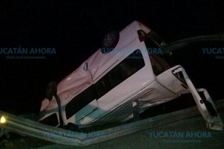 Tragedia en la carretera Mérida-Tizimín: camioneta acaba incrustada