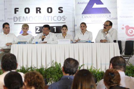 Crescencio Gutiérrez responde ante empresarios por tarifas eléctricas y política recaudatoria