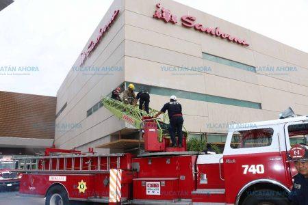 Bajo revisión de Protección Civil la tienda Sanborns tras tempranero incendio