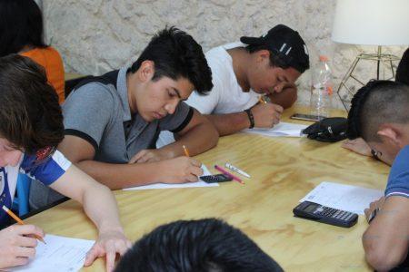 Jóvenes meridanos se interesan por cursos propedéuticos y becas municipales