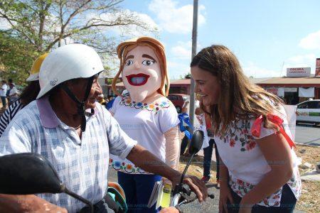 Desayunando y caminando calles del Sur arranca su campaña Cecilia Patrón