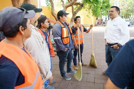 Empeña su palabra Renán Barrera de dar calidad de vida a empleados municipales
