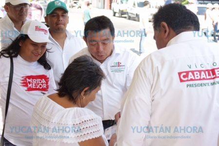 Crescencio Gutiérrez recorre las calles en Jardines de Mulsay