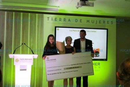 Reconocen a científica del CICY con el Premio 'Tierra de Mujeres'