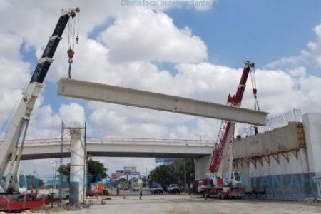 Obras en el Periférico: Colocan trabes en puente de la salida a Progreso