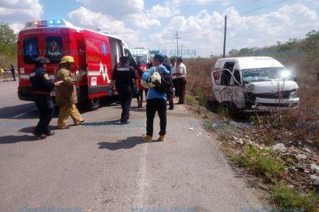 Turista canadiense choca contra taxi colectivo: 12 lesionados