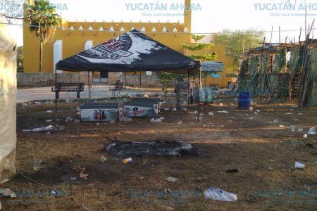 Cholul amanece hecho un 'cochinero' tras la feria anual