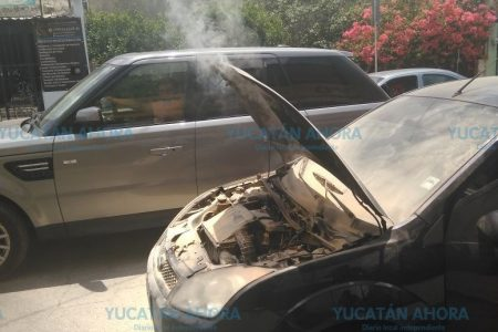 Se quema un auto en la colonia Cortés Sarmiento
