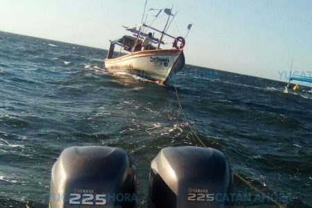 Rescate de barco que se quedó sin timón frente a Telchac Puerto