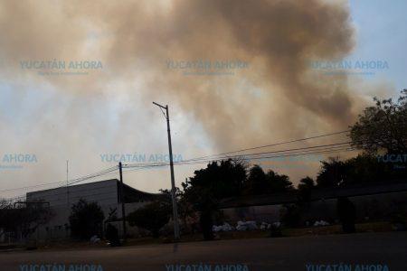 Francisco de Montejo se llena de humo por incendio en el Periférico