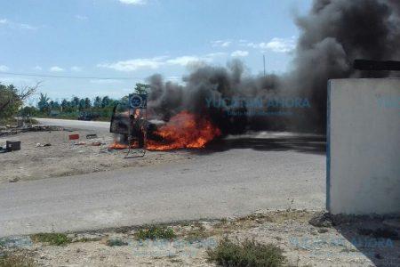 Se incendia una camioneta en la carretera Chelem-Chuburná Puerto