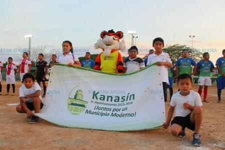 Ayuntamiento de Kanasín apoya a más de 400 futbolistas