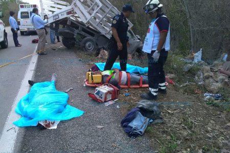 Trabajadores sufren trágico accidente en la carretera Mérida-Cancún