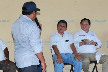 Huacho Díaz suma liderazgos por todo Yucatán
