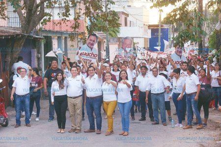Huacho Díaz realiza caminata de la esperanza en Valladolid