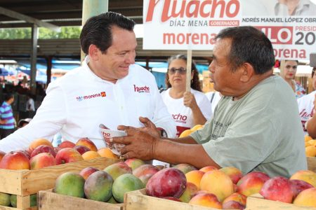 Huacho Díaz escucha las necesidades de productores