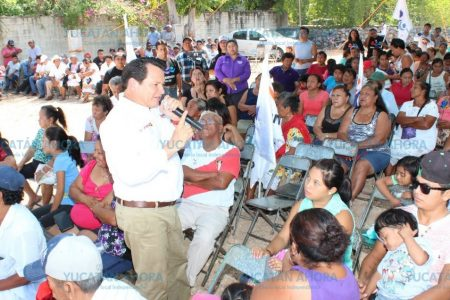 Educación e inversiones para que Yucatán crezca parejo: Huacho Díaz