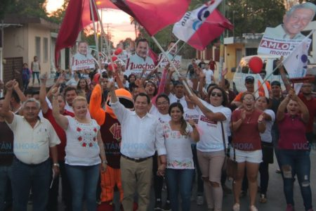 Huacho Díaz impulsa crecimiento de Morena en Yucatán