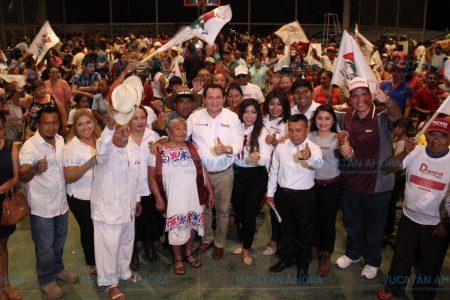 Gestionará Huacho Diaz apoyos para que los campesinos no vendan sus tierras