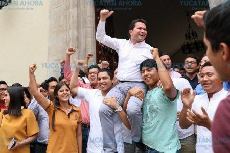 Mauricio Sahuí dice a universitarios que tiene estrategias exitosas ya probadas