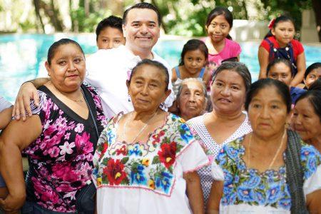 Ofrece Renán Barrera programas para el desarrollo educativo, profesional y político de la mujer