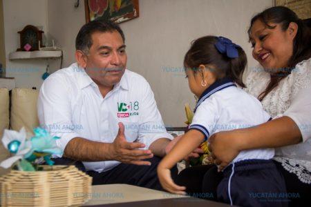 Víctor Caballero dará incentivos a empresas que contraten a mujeres con hijos