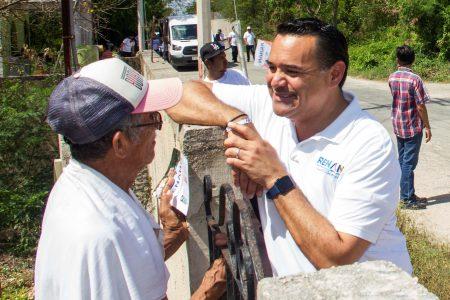 Promociona Renán Barrera su proyecto de producción agrícola orgánica en comisarías de Mérida