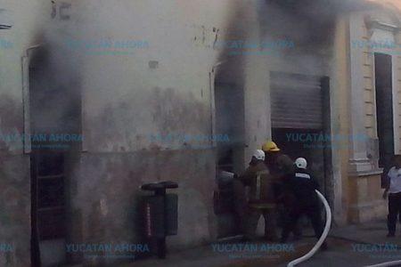 Céntrica movilización de policías y bomberos por incendio en una bodega