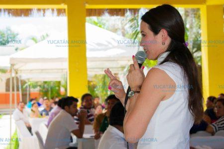 Mariana Cruz promete a maestros que de llegar al Senado, revisará la reforma educativa