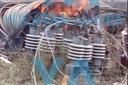 Incendio en subestación de la CFE en Valladolid