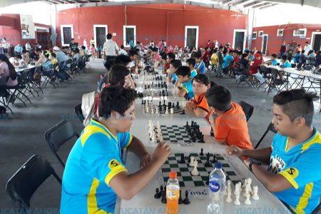 Descentralización bullente: 140 ajedrecistas en Dzemul