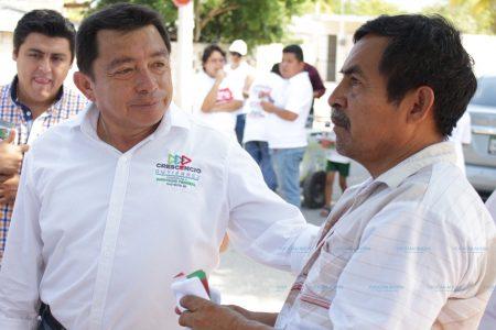 Crescencio Gutiérrez escucha problemas sociales de la Francisco I. Madero y Mulsay