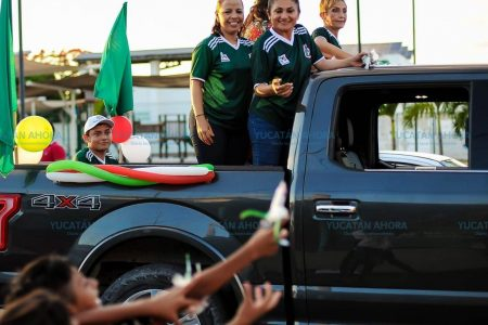 Encabeza Carmita Ordaz caravana de 500 vehículos en Progreso