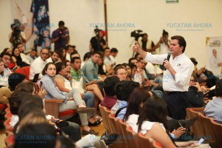 Los jóvenes son el pilar del desarrollo de Yucatán: Mauricio Sahuí