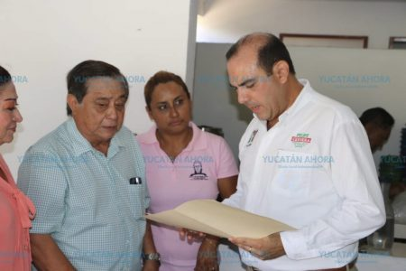 Escucha Felipe Cervera a la comunidad educativa del sur de Mérida