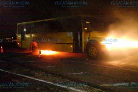 Se le queman los 'zapatos' a un autobús de Minis 2000 en el Periférico