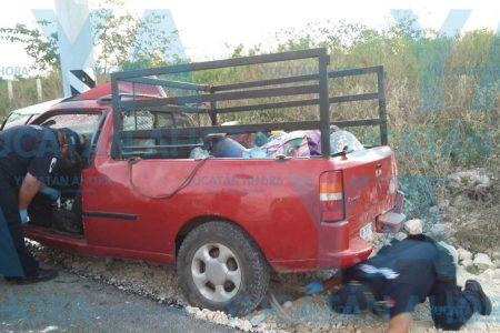 Se duerme al volante y despierta sobre un poste en la vía Mérida-Chetumal