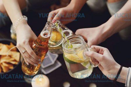 La mitad de los estudiantes de secundaria ya probaron alcohol