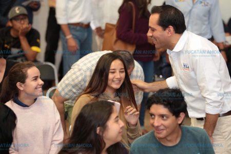 Mauricio Vila ofrece mejorar la calidad de vida de los policías yucatecos