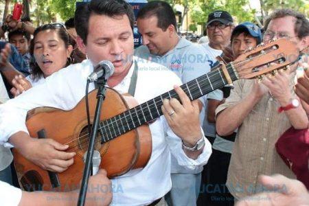 Huacho Díaz ofrece activar eventos culturales en todo Yucatán
