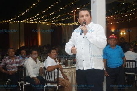 Apoyan a Huacho Díaz profesores del sur de Yucatán