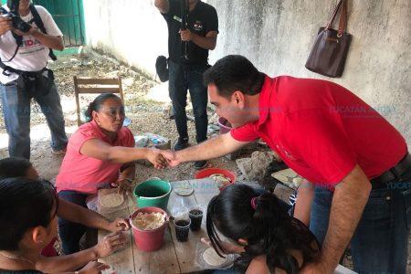 Vidal Peniche ofrece apoyo para las manos creativas de Yucatán