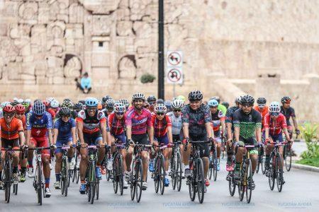 El gobernador encabeza la carrera ciclista 'MZ Tour, La Vuelta Yucatán'