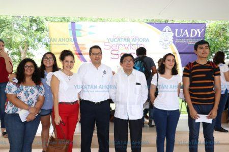 Realizan Feria de Servicio Social en el Campus de Ciencias Sociales de la Uady