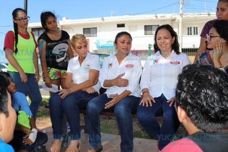 Carmen Ordaz promete computadoras a estudiantes de Progreso